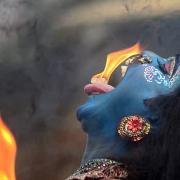 Suvaitsevana pidettyä Intiaa johtaa äärinationalistinen puolue, jonka mielestä vain hindut ovat oikeita intialaisia