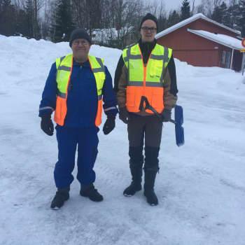 Kotitalkkarit auttavat lumitöissä vanhuksia Pyhtäällä