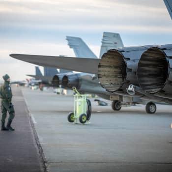 Kuinka monta hävittäjää Suomi tarvitsee - 100, 64 tai vähemmän?