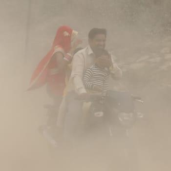 Suurten päästöjen Intia tähyää johtavaksi ilmastonmuutoksen vastustajaksi - totta vai tarua?
