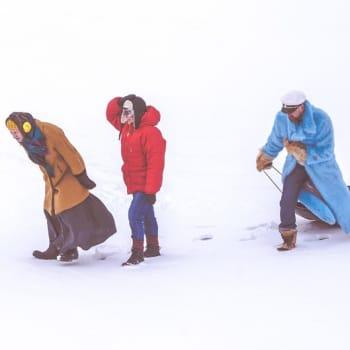 Teatteri Siperian ja TTT:n tyhjenevä Kylä elää perjantaipilkkien ja karaokeiltojen voimalla