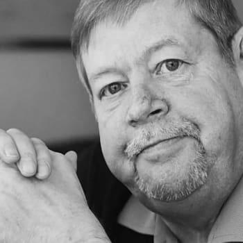 Juha Roiha: Arto Paasilinna on ainoa, joka on kysyttäessä Kuka on kukin -kirjaan ilmoittanut harrastuksekseen vittuilun