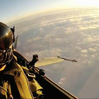 Hornetien elinkaari päättyy 2030 - minkälaisella koneella Suomi jatkossa pitää ilmaherruuden?