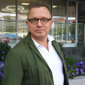 Miltä näyttää Suomi virolaisen koomikon silmin? Helsinki-Tallinn express kertoo suomalaisten ja virolaisten eroista
