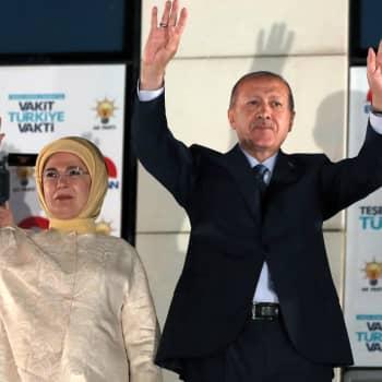 Turkin Erdoğanin vallan keskittymä sai nyt muodollisen sinetin