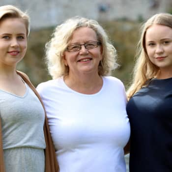 Savonlinnalaisperheen äiti ja kaksi tytärtä valmistuvat samaan ammattiin yhtä aikaa