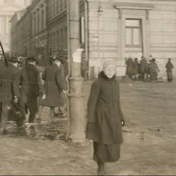 Sisällissota 1918 - punaiset muistot: Työväen eduskunnasta sanitääriksi ja Santahaminaan (Elin Janhunen)