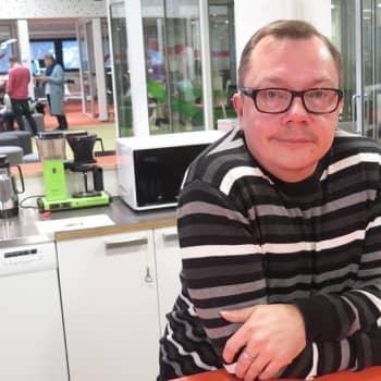 """YLE Tampere: Tutkija vaatii muutosta vanhusten kohteluun: """"Palvelutalossakin pitäisi pitää tuparit"""""""