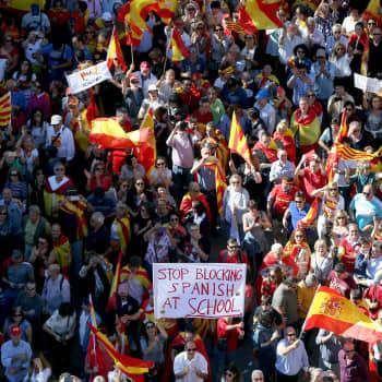 Ykkösaamu: Ulkolinjan Pertti Pesonen Katalonian tilanteesta: Kun liput alkavat liehumaan kadulla, niin politiikassa ei mene hyvin