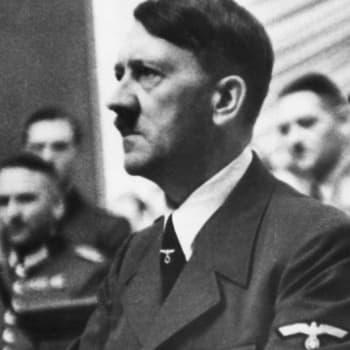 12 diktaattoria: Hitlerin ja Stalinin jalanjäljissä sankarista sadistiksi