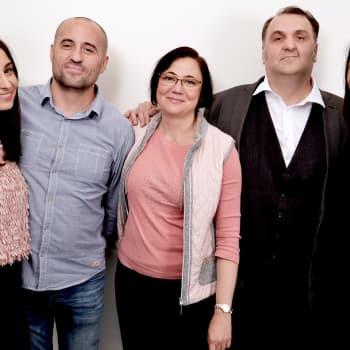 """Mahadura & Özberkan: """"Romanian katukoirat kiinnostavat suomalaisia enemmän kuin romanit itse"""" - keitä ovat Itä-Euroopan romanit?"""