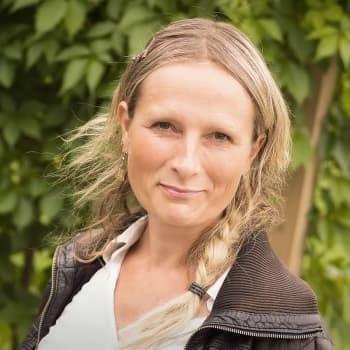 Ykkösaamun kolumni: Reetta Räty: Vanhemmuus on tunne, ei rään pyyhkimistä tai synttärijärjestelyjä