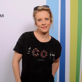 Radio Suomen Iltaohjelma: Laura Voutilaisen levyllä soi aiempaa iloisempi ja kepeämpi musiikki