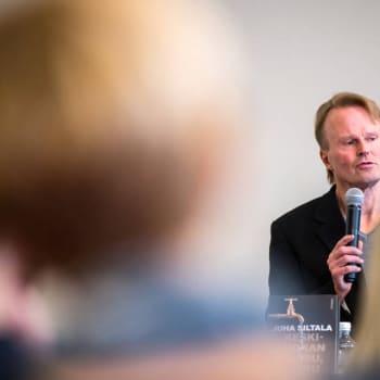 """Ajantasa: Professori Juha Siltala: """"On lyhytnäköistä politiikkaa aina vain painaa työn hintaa ja vähentää työvoimaa - kukapa silloin tuotteet ostaa"""""""