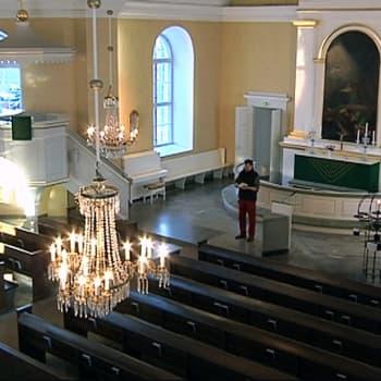YLE Kymenlaakso: Perinteistä kirkkoa rakastava pappi Juha Kuusniemi päätti alkaa vihkiä homopareja