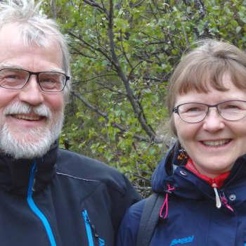 Metsäradio.: Retkeilevän pariskunnan vuodenkierto