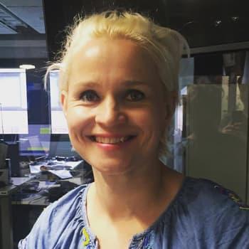 """YleX Bäkkäri: Karoliina Blackburn: """"Yrittäjän ja freelance-näyttelijän työ on henkisesti saman tyyppistä ja fyysisesti hyvin eri tyyppistä."""""""