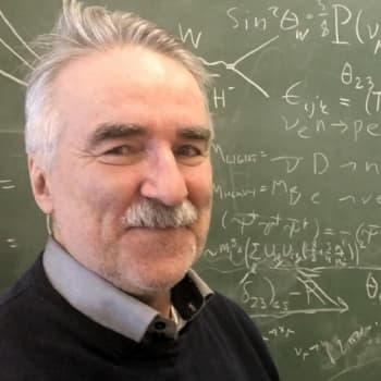 """Sunnuntaivieras: Fysiikan professori uskoo järkeen: """"Tiede vapauttaa peloista"""""""