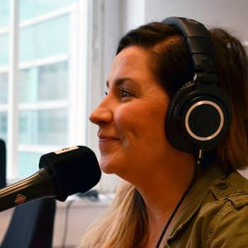 """Puheen Iltapäivä: Jenni Pääskysaari:""""Halusin kirjoittaa kirjan, joka on täynnä rohkaisevia lauseita"""""""
