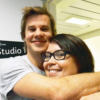 Puheen Iltapäivä: Yllätysvierailu studioon: Salkkari-tähti yllätti iltapäivän juontajan