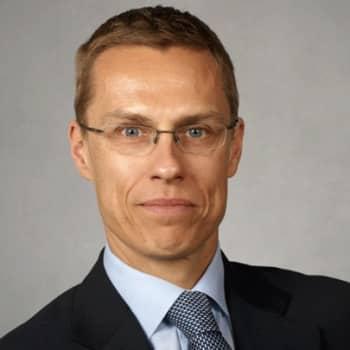 Haastattelijoina lähetyksessä ovat toimittaja Eija Mansikkamäki Maaseudun Tulevaisuudesta, toimittaja Martta