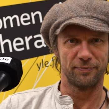 """Taiteilijaelämää: Antti Reini: """"Jos pelko sanelee mitä pitää tehdä, olen väärällä tiellä"""""""