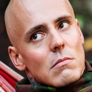 Kultakuume: Jasper Pääkkönen muuttaa maailmaa