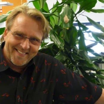 Yövieras: Joel Hallikainen osaa nyt rauhoittua