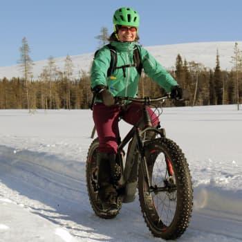 Sähköläskipyörä lennättää lumisille tuntureille