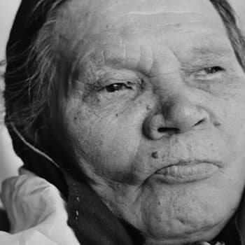 70-vuotias Briitta Mattus joikaa 1955