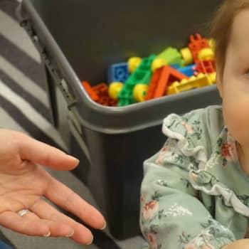 Småbarnsföräldrar trivs med familjelivet
