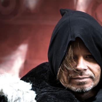 Timo Kaukolampi luo maailman musiikin ympärille