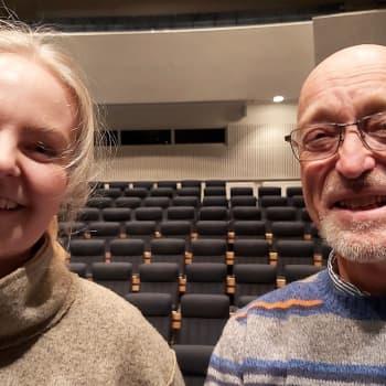 Sebbe Häggblom från Visans vänner i Östnyland och artisten Tove Ljungqvist pratar om visor