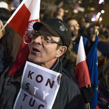 Demokratian ja itäisen Euroopan tiet erkanevat