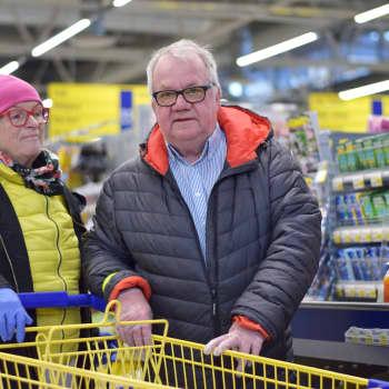 Många äldre tog tillfället i akt när matbutiken håller extra öppet för riskgrupper