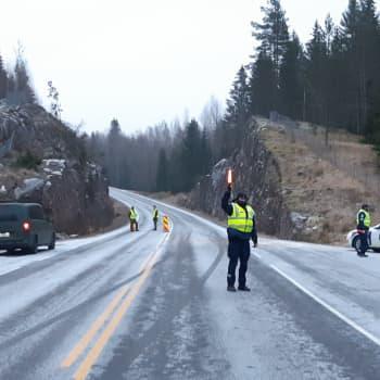 """""""Har det gjort någon nytta?"""" - beslutet att öppna Nylands gränser delar åsikter på torget i Ekenäs"""