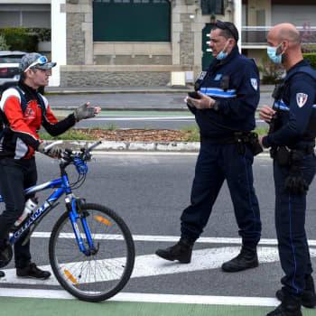 900 000 böter har delats ut i Frankrike då folk brutit mot utegångsförbudet