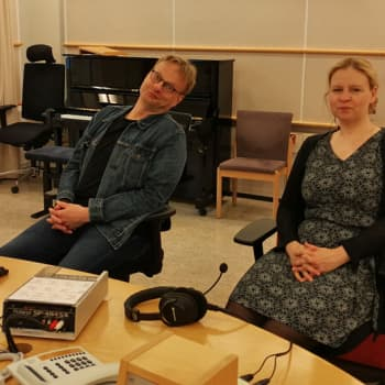 Juontajina Iiro Rantala ja Lotta Emanuelsson