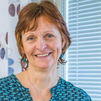 Borgårektor Anne Smolander tycker skolorna skulle kunna hållas stängda