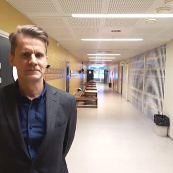 Elever i riskgrupperna ska fortsättningsvis få distansundervisning säger rektor Peter Lindqvist