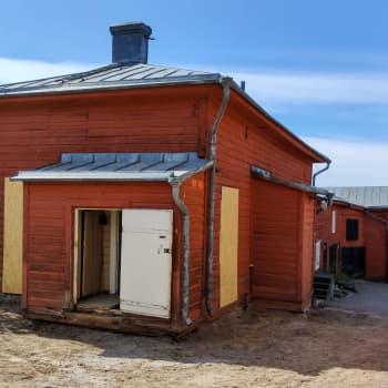 Gårdsbyggnaden vid Runebergs hem förvandlas till ett verkstadsrum