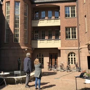 Lahden kaupungintaloon halutaan lisää elämää – Eliel Saarisen suunnittelema rakennus voi saada sisäpihalle katteen