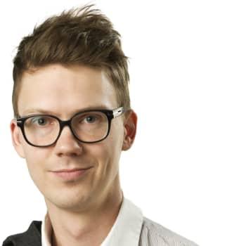 Svenska Yles politiska reporter Magnus Swanljung kommenterar regeringens beslut att öppna grundskolorna den 14.5.