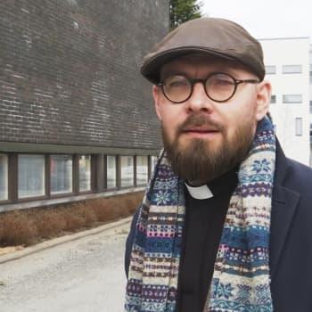 Korona on mullistanut seurakuntien toiminnan – myös hautajaisten striimaamiseen kannustetaan
