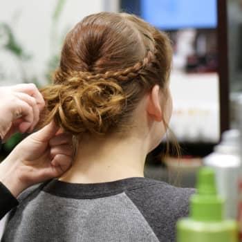 Många väntar med att besöka frisersalongen 1
