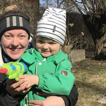 """""""Sänk ribban"""" - Sara Hellsten från Folkhälsan om att orka med distansarbete och barn hemma"""