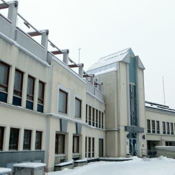 Sisäilmaongelmaisesta kunnantalosta riita Keminmaassa – valtuusto pitää kiinni remontista