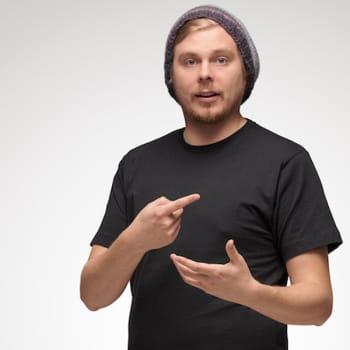 """Iikka Kivi haluaa tehdä Suomen vähähiilisintä huumoria: """"Vihreä yritystoiminta on tulevaisuuden megatrendi"""""""