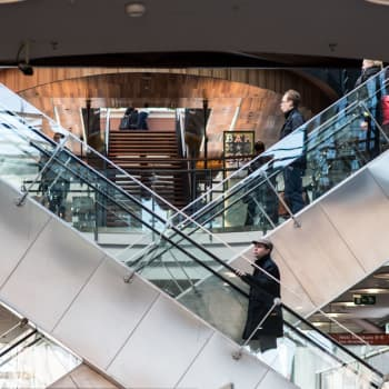 Kuluttaja kannattelee Suomen taloutta - ensi vuonna hieman heikompaa talouskasvua