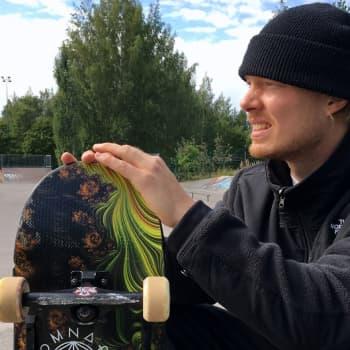 Vantaalainen Taneli Eriksson kokeilee mahdollisuuksiaan skeittauksen olympiajoukkueen matkassa